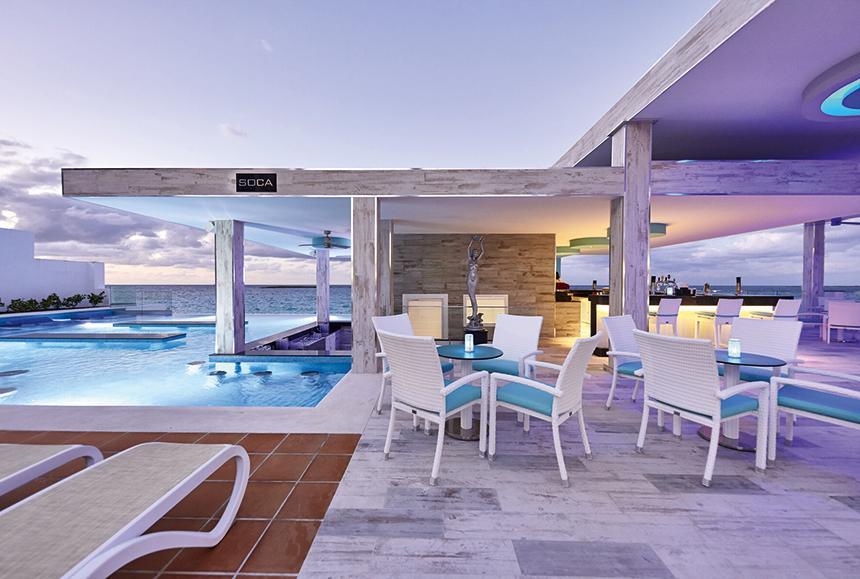 Riu Palace Paradise Island-Riu Palace Paradise Island -  Poolside Bar