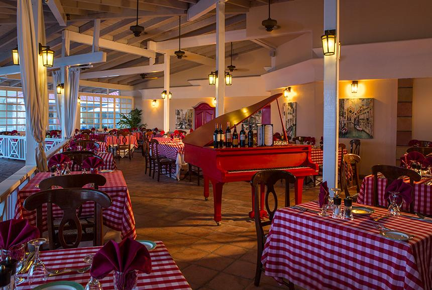 Pineapple Beach Club - Pineapple Beach Club Antigua - Chef Pietro's Restaurant