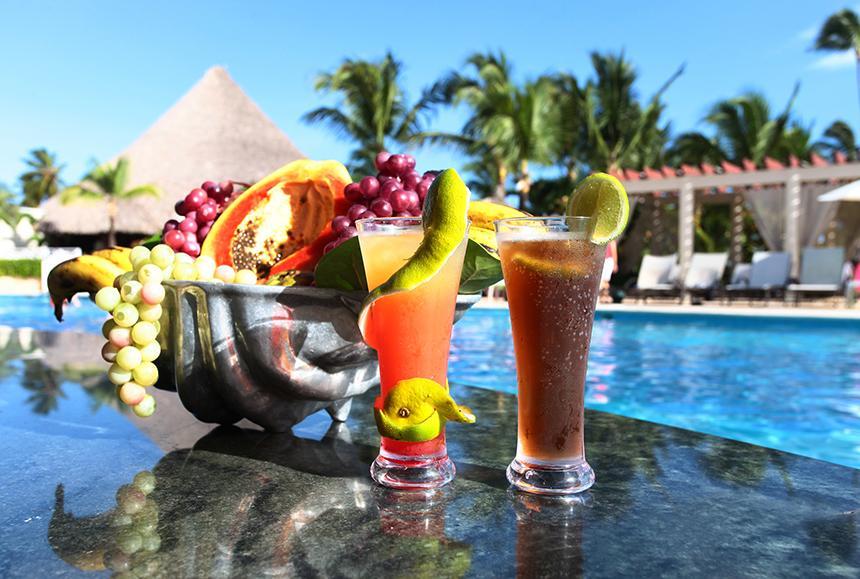 Grand Bahia Principe Aquamarine - Pool Bar