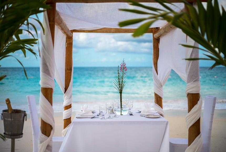 Pineapple Beach Club - Pineapple Beach Club Antigua - Romantic Beach Dinner